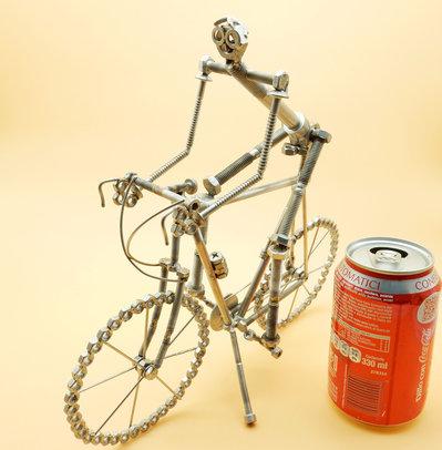 Bicicletta grande  da corsa in acciaio con ciclista