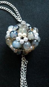 ciondolo a palla con perle di vetro e perline