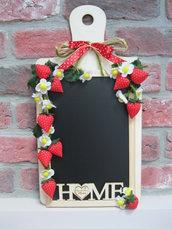 Lavagna cucina con fragole e fiori in stoffa fatti a mano