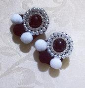 Orecchini perla nera pon pon Bianco nero