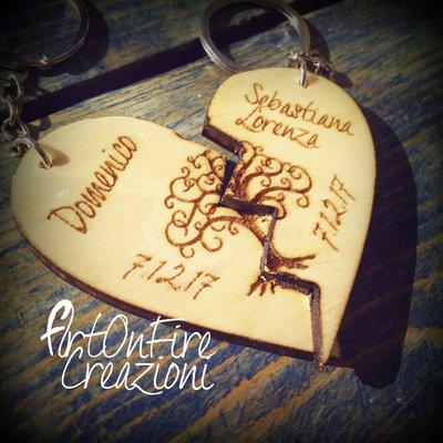 Coppia portachiavi cuore spezzato albero della vita in legno con incisione personalizzata