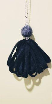 Collana pendente con bambolina in feltro