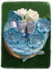 torta pannolini azzurra con fiori