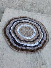 Tappeto artigianale rotondo tappetino tonalità beige, diametro 62cm, ottimo come copertina per animali o in bagno
