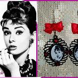"""Orecchini """"Audrey Hepburn"""" - con cammeo e raso rosso passione"""