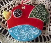 2 Uccellini decorativi di ceramica manufatti decorati con elementi in rilievo e grafiti, decoro nei 2 sensi