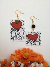 Orecchini di carta pendenti cuore rosso con ciondolo rettangolare con cuore rosso e perlina nera