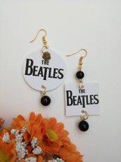Beatles orecchini di carta pendenti con ciondolo a forma di rettangolo in bianco e nero
