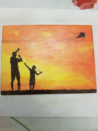 Quadro pirografato e dipinto a mano. Padre e figlio con aquilone al tramonto