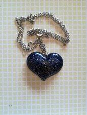 collana con ciondolo a forma di cuore , fatto a mano con resina epossidica
