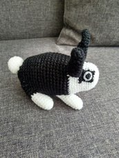 Coniglietto amigurumi a maglia