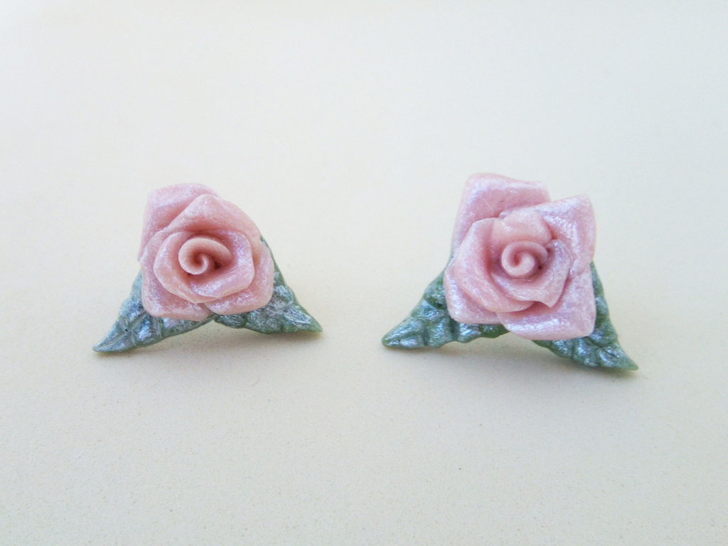 Orecchini a perno, orecchini rose rosa, orecchini fiori, orecchini roselline, orecchini sposa, orecchini eleganti, orecchini floreali