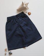 Bermuda bimbo e bimba, in puro cotone blu con piccoli pois bianchi; fatti a mano.