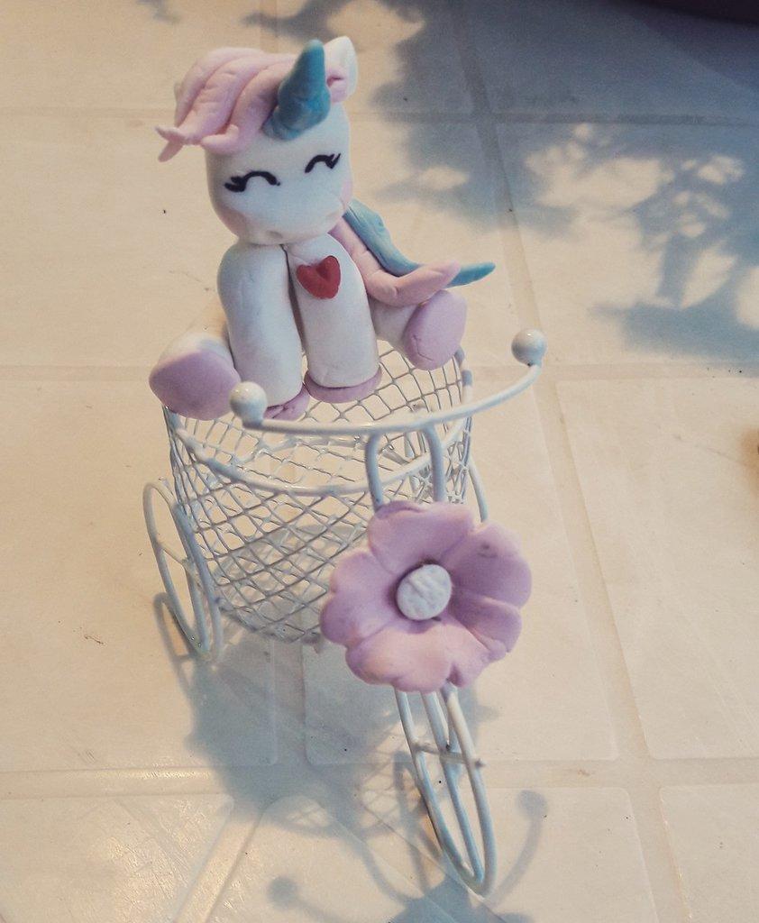 Bomboniera unicorno in porcellana fredda