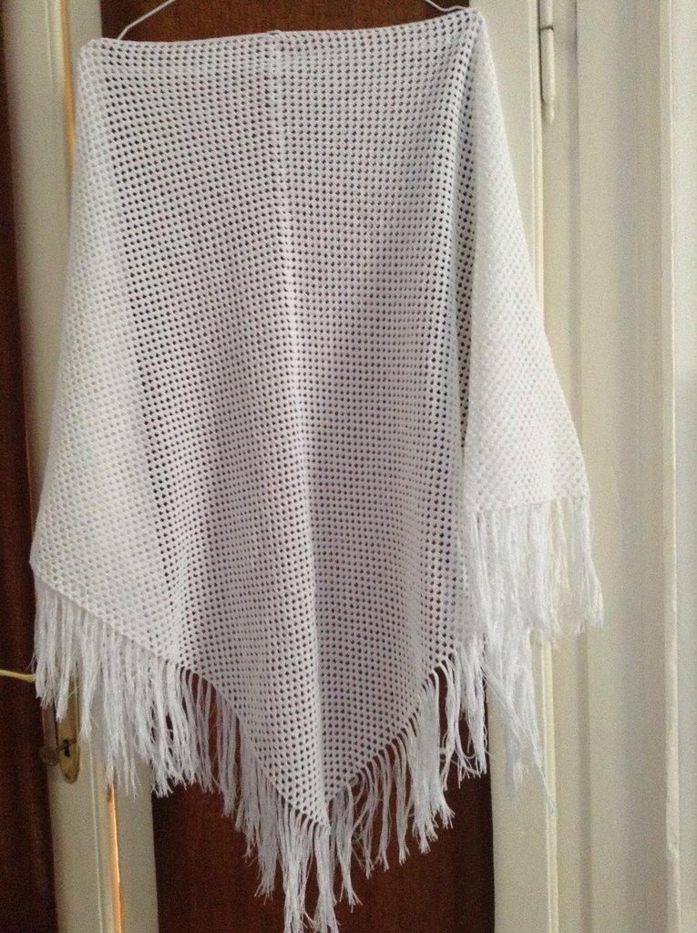 Scialle bianco in cotone con frange