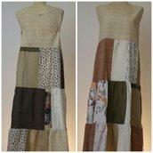 Vestito patchwork da donna, in lino, sangallo e cotone; fatto a mano.