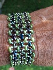 Il braccialetto blu verde oro