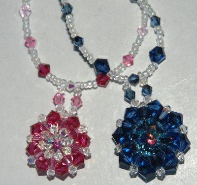 Collana blu-mare e rosa delle rose