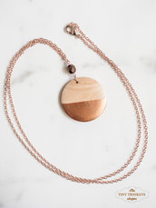 Collana in oro rosa e ciondolo in legno dipinto a mano effetto bronzo