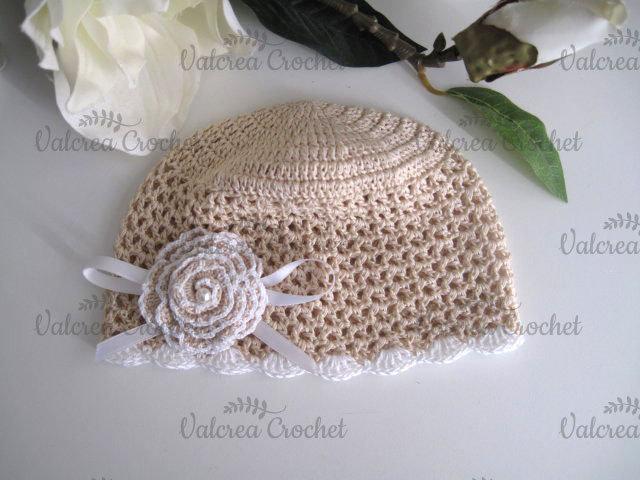 Cappellino beige neonata cotone all'uncinetto