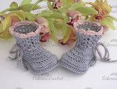 Scarpine neonata uncinetto stivaletti grigi cotone idea regalo nascita baby shoes crochet handmade