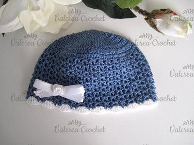 Cappellino neonato uncinetto cotone blu bordo bianco fatto a mano nascita