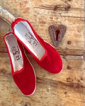 Scarpe o Pantofole in Velluto Rosso, Stoffa e Tessuto Riciclato