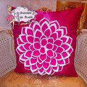 Cuscino con fiore 3d fucsia