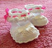 Scarpine per neonata realizzate a uncinetto con filo di scozia al 100% italiano