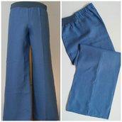 Pantalone dritto in puro lino, con elastico; fatto a mano.