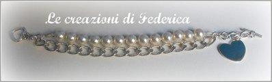 Bracciale con perline bianche e catena
