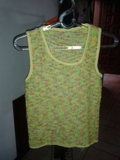 TOP smanicato giallo lime