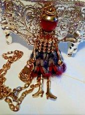 Collana donna o portachiavi con bambolina in argento dorato, agata rossa pietra dura e zirconi chakra cristalloterapia