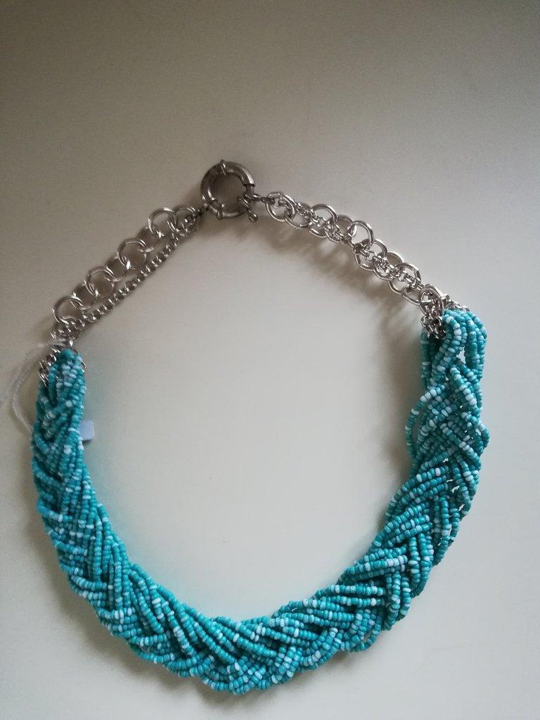 Girocollo intrecciato con perline turchesi e catene