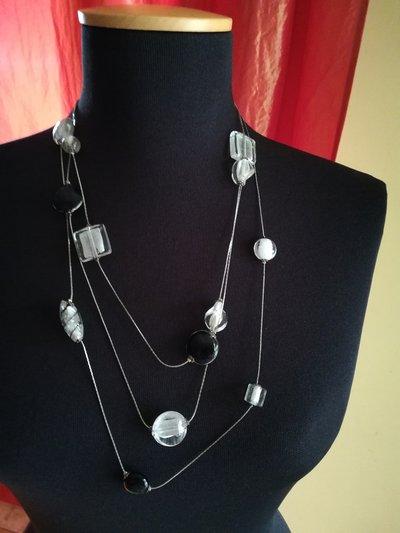 Collana con  pietre di Murano bianche e nere