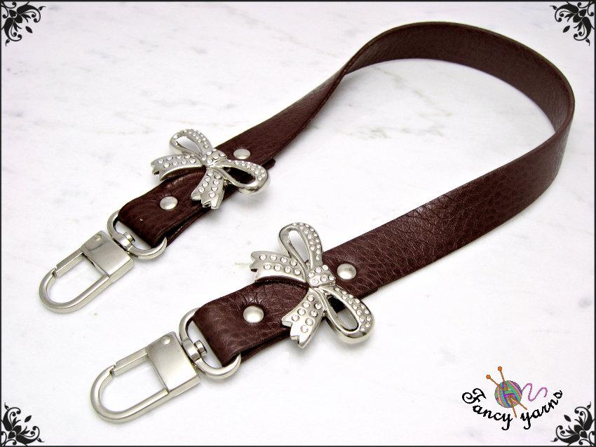 manico per borsa 50 cm. in similpelle colore marrone, con 2 fiocchi strass.