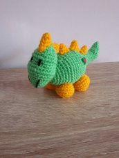 Dinosauro all'uncinetto amigurumi