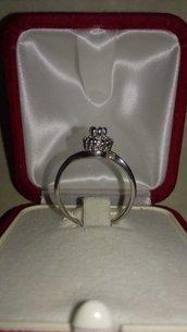 Solitario anello con coroncina in argento