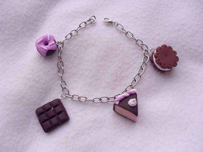 Braccialetto goloso in Fimo con biscotto, cioccolata, ciambellina e fetta di torta
