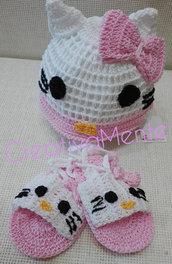 Simpatico abbinato cappello e sandali realizzati all'uncinetto Hello Kitty