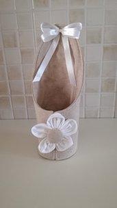 Porta bicchieri beige in tessuto con fiore