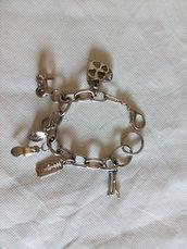 Bracciale argentato con pendenti