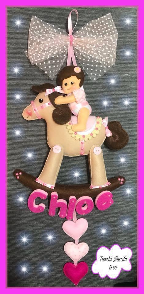 Fiocco nascita bambina su cavallino a dondolo