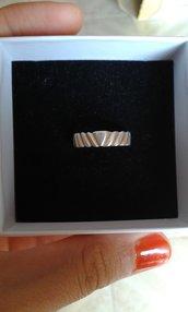 Anello/fedina baccellata in argento