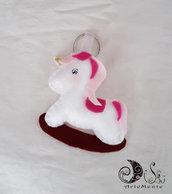 bomboniere portachiave unicorno a dondolo in pannolenci per bimba