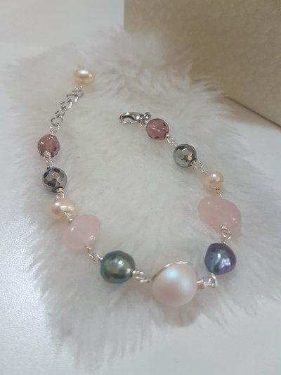 bracciale con perla swarovski e pietre di fiume