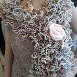 Sciarpa coprispalle Lace con rosa in mohair - toni pastello