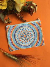 Pochette in cotone decorata con mandala dipinto a mano