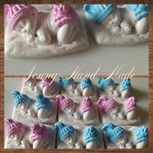 Gessetto ceramica bimbo su cuscino dipinto