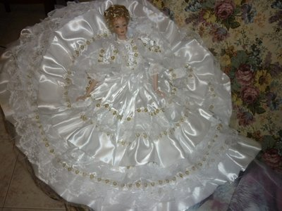 Bambola in porcellana Bisquit vestita da sposa